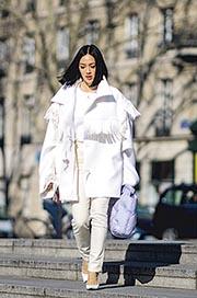 Runway to Real Way﹕2019秋冬巴黎時裝周  一身亮白   照耀街頭