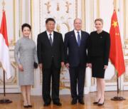 2019年3月24日,中國國家主席習近平(左二)與夫人彭麗媛(左)外訪摩納哥,與摩納哥元首阿爾貝二世親王(左三)及王妃維特斯托克(右)見面。(新華社)