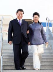 2013年6月,國家主席習近平(左)與夫人彭麗媛(右)外訪美國。(新華社資料圖片)