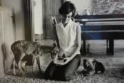 【Audrey Hepburn相展】柯德莉夏萍與她的寵物。(何芍盈攝)