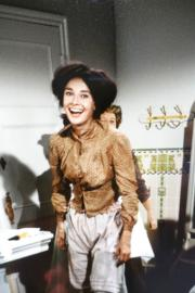 【Audrey Hepburn相展】1963年,柯德莉夏萍拍攝電影《窈窕淑女》其中一幕沐浴場景,導演喊Cut後,她露出輕鬆燦爛的笑容。(何芍盈攝)