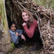 凱特訪童軍總部匿樹洞 想喬治夏洛特當童軍