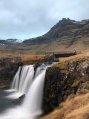 【iPhone拍攝Long Exposure長時間曝光相片】2018年11月,冰島教會山瀑布(Kirkjufellsfoss)。(黃廷希攝)