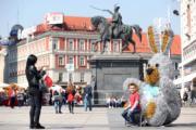 【復活節x復活蛋】克羅地亞的薩格勒布(Zagreb)廣場上設有復活節裝飾。(新華社,攝於2019年4月17日)