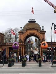 【復活節x復活蛋】丹麥哥本哈根Tivoli Gardens掛滿復活蛋裝飾。(新華社,攝於2017年)