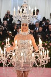 【Met Gala 2019】美國樂壇天后Katy Perry以吊燈造型現身。(法新社)