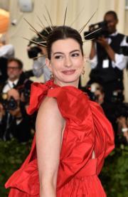 【Met Gala 2018】安妮夏菲維(Anne Hathaway)(法新社)