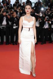 Selena Gomez以Louis Vuitton作為她參加開幕禮的戰衣。