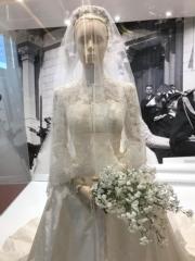 【Grace Kelly展覽@澳門銀河】嘉麗絲姬莉於1956年與摩納哥親王雷尼爾三世結婚。圖為嘉麗絲姬莉的婚紗複製品。(何芍盈攝)