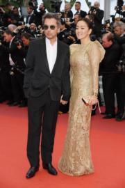 鞏俐傳聞跟Jean-Michel Jarre再婚,兩人在康城影展舉行期間幾乎形影不離。