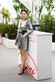 章子怡以Azzaro 2019春裝出席大師班舉行前的記者會。