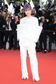 李宇春穿著Balmain 2019春裝現身《Les Miserables》首映禮。