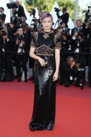 到《搖滾太空人》首映,李宇春換上Gucci黑色長裙。