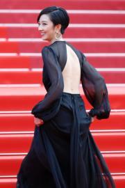 桂綸鎂以露背裙出席《從前,有個荷里活》首映禮。