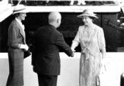 1986年,英女王(右)再度訪港(政府新聞處資料圖片)
