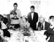 1986年,英女王(中)再度訪港,右一為時任港督尤德爵士(政府新聞處資料圖片)