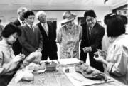 【1986年再度訪港】英女王 進行不同參觀活動。(政府新聞處資料圖片)