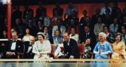英女王伉儷(前排中)(政府新聞處刊物圖片)