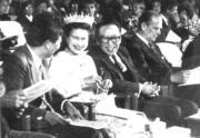 【1986年訪華】英女王(左二)出席中國文化部舉辦的文藝晚會。(中新社)