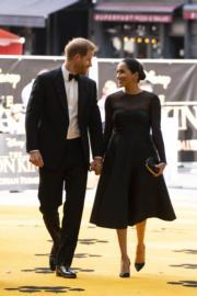 2019年7月14日,哈里王子(左)與梅根(右)在倫敦出席《獅子王》電影首映禮。(法新社)