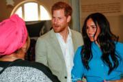 2019年9月23日,哈里王子(中)及梅根(右)在開普敦出席活動。(法新社)
