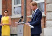 哈里王子(右)與梅根(左)(Kensington Palace twitter圖片)