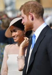 英國薩塞克斯公爵伉儷哈里王子(右)與梅根(左)(法新社)