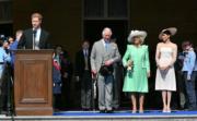 (左起)哈里王子、查理斯及夫人卡米拉、梅根(法新社)