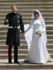 2018年5月19日,英國哈里王子(左)與梅根(右)舉行婚禮。(法新社)