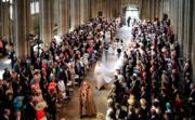 新娘梅根步入禮拜堂。(法新社)