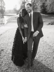 哈里王子(右)與未婚妻馬克爾(左)(The Royal Family facebook)
