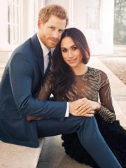 哈里王子(左)與未婚妻馬克爾(右)(The Royal Family facebook)