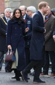 2017年12月2日,馬克爾首度偕未婚夫哈里王子參加英國王室慈善活動。(新華社)