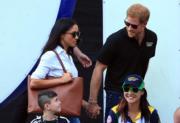 2017年9月25日,英國哈里王子 (後排右) 與美國演員馬克爾(Meghan Markle)(後排左) 在加拿大多倫多觀賞輪椅網球賽。 (法新社)