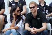 2017年9月25日,英國哈里王子 (右) 與美國演員馬克爾(Meghan Markle)(左) 在加拿大多倫多觀賞輪椅網球賽。(法新社)