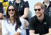 2017年9月25日,英國哈里王子 (右) 與美國演員馬克爾(Meghan Markle)(左) 在加拿大多倫多觀賞輪椅網球賽。