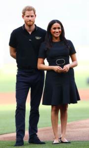 2019年6月29日,哈里王子(左)和梅根(右)在倫敦出席棒球比賽。(法新社)