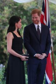 2018年7月10日,英國薩塞克斯公爵伉儷哈里王子(右)和梅根(左),首度官式外訪,訪問愛爾蘭。(法新社)