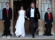 2018年5月19日,哈里王子與梅根完成婚禮後,梅根換上Stella McCartney白色高領露膊晚裝,二人前往浮若閣摩爾宮(Frogmore House)參加晚宴。(法新社)