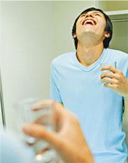 紓緩喉痛:自製鹽水漱喉清潔 消炎退腫