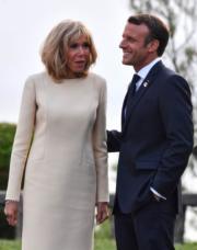 2019年8月24日,七國集團(G7)峰會在法國比亞里茨舉行。法國總統馬克龍(右)及夫人布麗吉特(左)。(法新社)