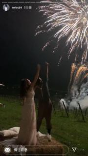 婚宴上放煙花,曾國祥與王敏奕也沉醉浪漫中。(陳瀅IG圖片)