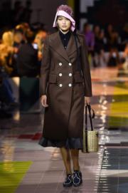 【米蘭時裝周2020春夏系列】Gigi Hadid為Prada 2020春夏系列行騷。(法新社)