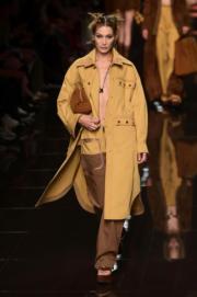 【米蘭時裝周2020春夏系列】Bella Hadid為Fendi 2020春夏系列行騷。(法新社)