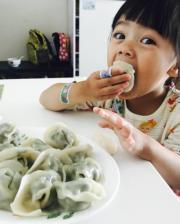 為食的包包愛吃餃子。(facebook圖片)