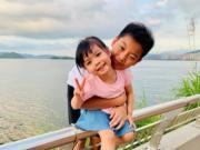 雖然兩兄妹年紀相差9年,但哥哥徐朗對妹妹疼惜有加。(facebook圖片)
