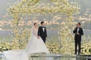 前財政司長梁錦松在婚禮上向一對新人分享夫妻相處之道。(大會提供)