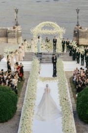 婚禮在湖邊舉行。(大會提供)
