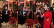 一對新人在婚宴上向賓客敬酒。(網上片段截圖 / 明報製圖)
