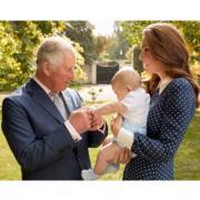 英王儲查理斯71歲生日!王室曬溫馨爺孫相賀壽:查理斯握路易手仔·慈祥望阿奇